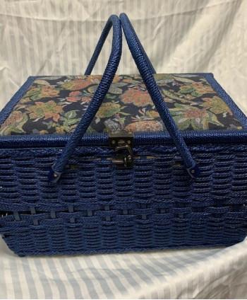 Vintage sewing box/basket