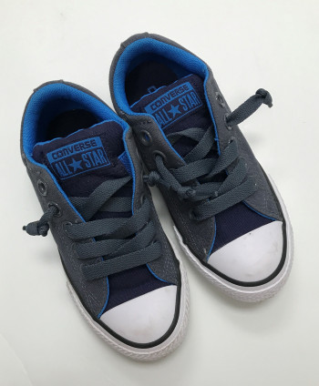 Converse kids sneakers size 11